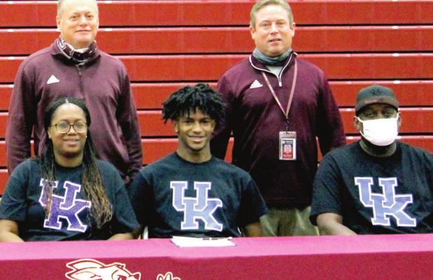 Collins makes it official, signs with Kentucky